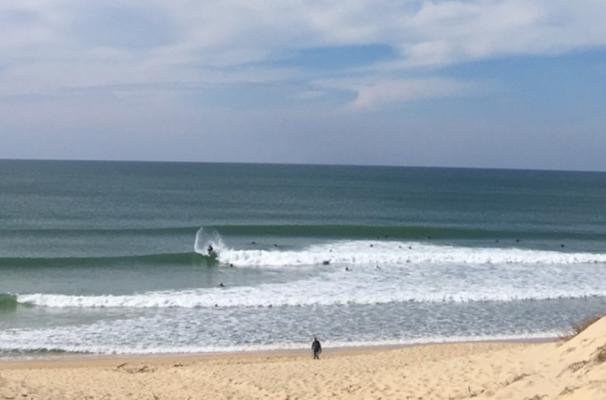 Cap Ferret Surf School a ajouté une nouvelle photo – avec Sébastien Druot chez Cap …
